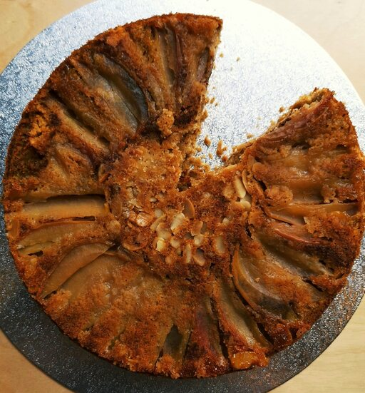 vegan spiced apple cake